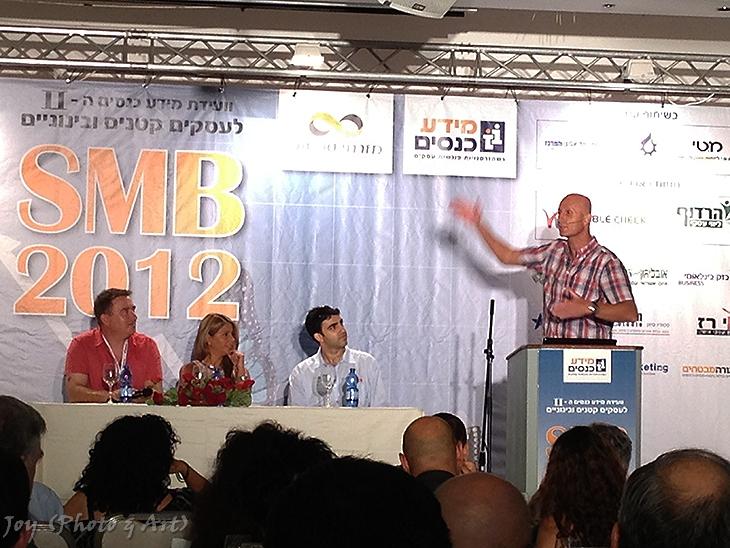 אלון גל בוועידה המרכזית לעסקים קטנים ובינוניים 2012 SMB. צילום: (Joy (Photo & Art
